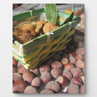 Plaque Photo Fruits d'automne avec des noisettes et des figues