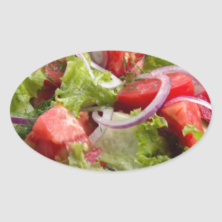 Plat de plan rapproché avec de la salade de la sticker ovale