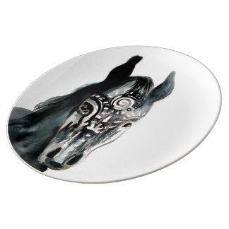 Plat décoratif de cheval d'art sauvage noir assiette en porcelaine