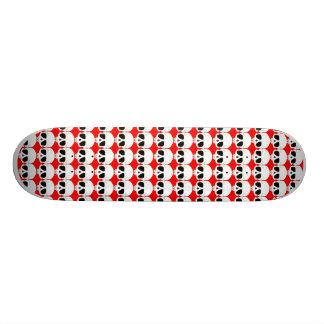 Plateau De Skate Crânes sur la planche à roulettes rouge
