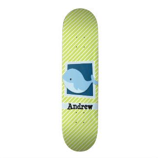 Plateau De Skateboard Baleine bleue ; Rayures de vert et de blanc de