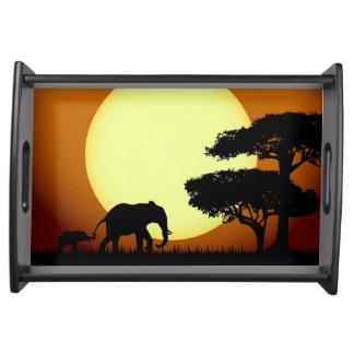 Plateau Éléphants de safari au coucher du soleil
