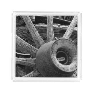 Plateau rustique noir et blanc de portion de roues