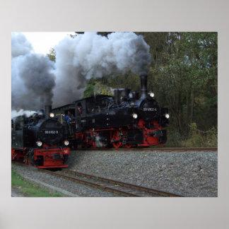 Pleine copie de train de vapeur en avant