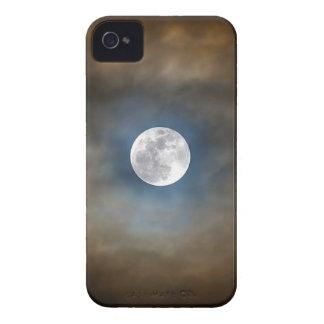 Pleine lune dans les nuages coque Case-Mate iPhone 4