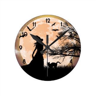 Pleine lune mystique de sorcière et de chat horloge ronde