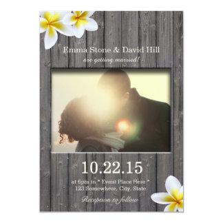 Plumeria rustique et mariage en bois de photo de carton d'invitation  12,7 cm x 17,78 cm