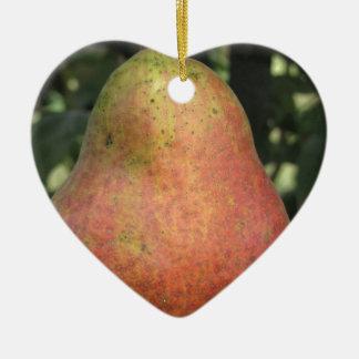 Poire rouge simple accrochant sur l'arbre ornement cœur en céramique