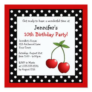 Pois noir et blanc d'anniversaire rouge de cerises carton d'invitation  13,33 cm