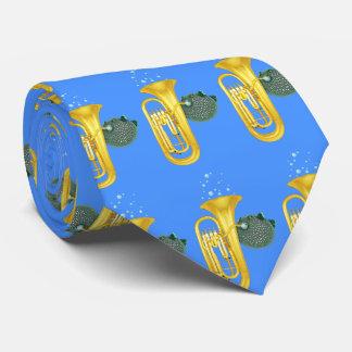 Poissons de décolleur jouant le tuba - cravate