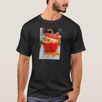 Poivrons bourrés Baked avec de la sauce et le T-shirt