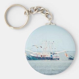 Porte-clés Bateau bleu de crevette sur l'océan