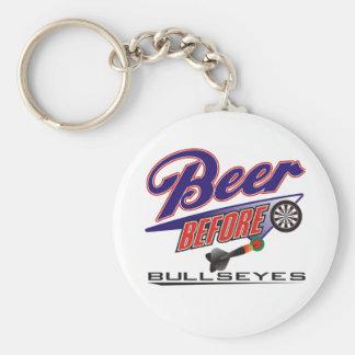 Porte-clés Bière devant équipe de dards de boudines
