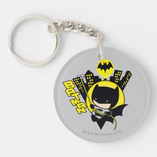 Porte-clés Chibi Batman mesurant la ville