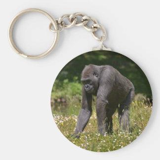 Porte-clés Chimpanzé dans l'herbe fleurissante