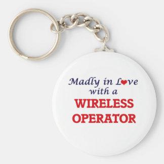 Porte-clés Follement dans l'amour avec un opérateur sans fil