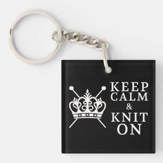 Porte-clés Gardez le Knit calme sur des métiers {foncés}