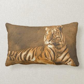 Portrait d'art de tigre sur un arrière - plan de oreiller