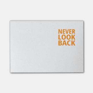 Post-it® Ne regardez jamais la rétro typographie orange