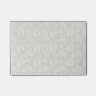 Post-it® Paisley jaune super sur le vert de ressort