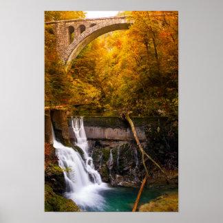 Poster Cascade en canyon de gorge de Vintgar en automne