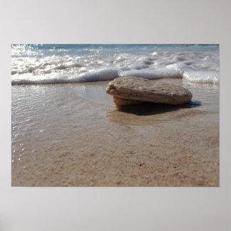 Poster C'est une roche, sur une plage