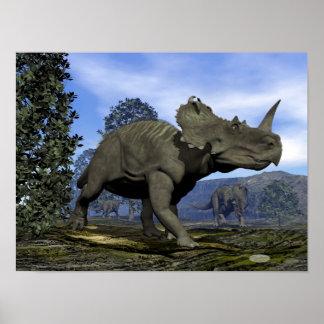 Poster Dinosaures de Centrosaurus marchant parmi l'arbre