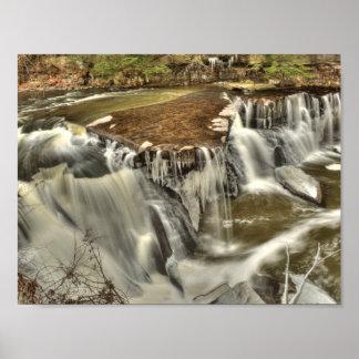 Poster Great Falls de crique d'étameur ambulant en hiver,