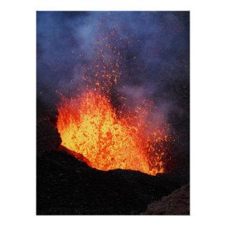 Poster La fontaine de la lave éclate du volcan actif de