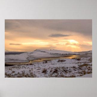Poster La neige a couvert Trotternish Ridge vers le