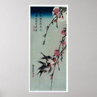 Poster Lune, hirondelles, et fleurs de pêche par