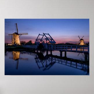 Poster Moulins à vent et un pont-levis à l'affiche de