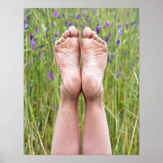 Poster pieds nus sales dans les fleurs sauvages