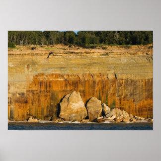 Poster Roches géantes, rive d'un lac nationale décrite de