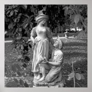 Poster Statue noire et blanche d'amour de femme d'homme