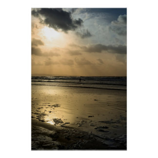 Poster surfer solitaire sur les vagues d'hiver