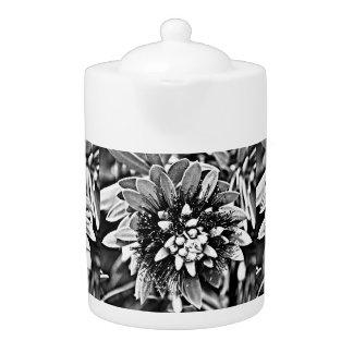 Pot blanc et noir de thé de cactus