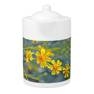 Pot de thé de fleurs sauvages
