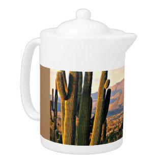 Pot de thé de paysage de crique de caverne