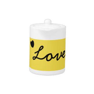 Pot jaune de thé d'amour