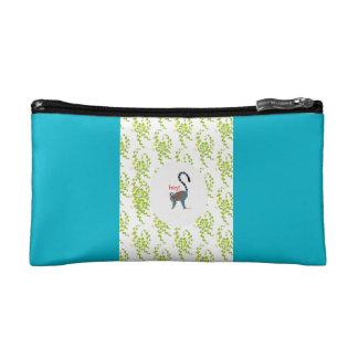 pouch with image of lemur trousses de maquillage