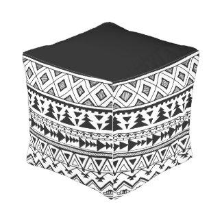 Pouf indigène tribal blanc noir de cube en motif