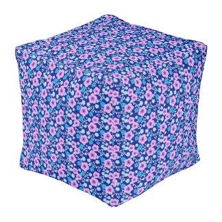 Pouf Prune japonaise riche de motif floral bleu et rose