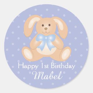 Première fête d'anniversaire de lapin mignon de sticker rond