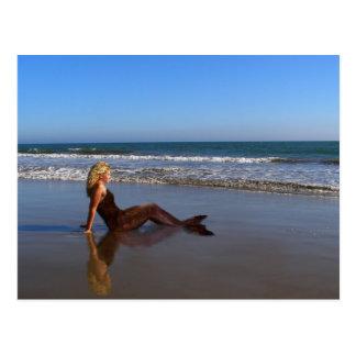 Prendre un bain de soleil carte postale