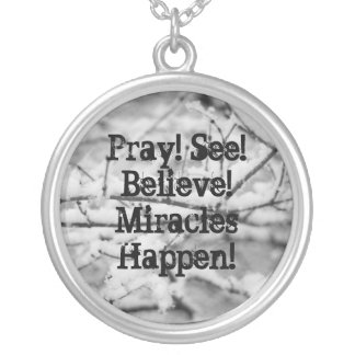 Priez ! Voyez ! Croyez ! Les miracles se Collier