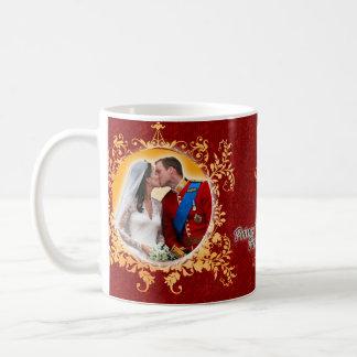 Prince William et tasse de baiser de Kate