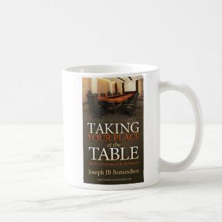 Prise de votre tasse de café d'endroit