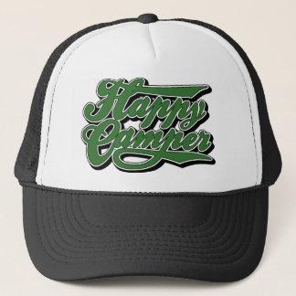 Profondément satisfait dans le casquette vert