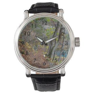 Promenade d'automne de moulin d'allée montres bracelet